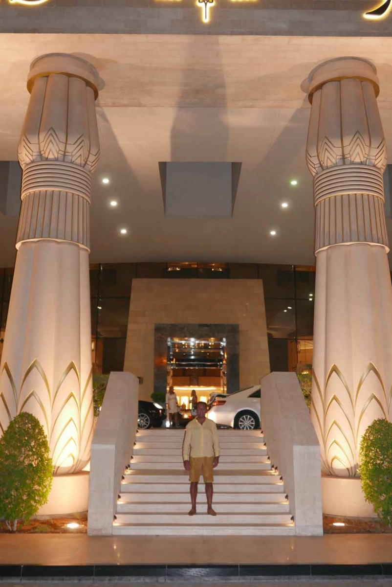 Dubai_Raffles_Slideshow_012